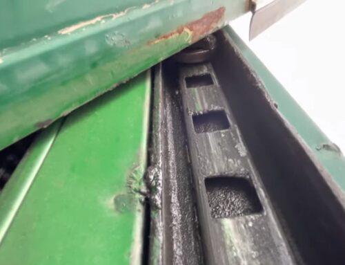 Riesgos durante la maniobra de apertura y cierre en una puerta basculante